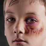 «I bulli mi minacciavano con un coltello» rivela un giovane