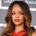"""L'infanzia difficile di Rihanna """"A scuola ero presa in giro per il colore diverso della mia pelle"""""""