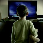 BULLISMO: I BAMBINI CHE GUARDANO TROPPA TV RISCHIANO DI ESSERNE VITTIME